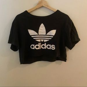 Cropped adidas top